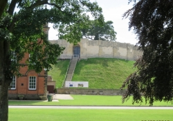 lincoln-castle-grounds